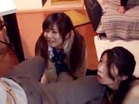 痴女姉妹が太マラM男をWフェラ責め→大量ザーメン顔射ぶっかけ!