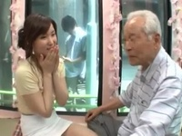 「おじいちゃん…や、優しく…」息子の嫁とどうしてもハメたいおじいちゃんがMM号にw
