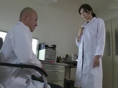 女医JULIAが患者達の肉便器となり連続で肉棒をぶち込まれる