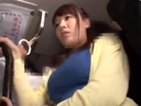 電車内で巨乳人妻がリーマンにひん剥かれ痴漢レイプに号泣w