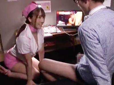 個室ビデオの一室…三上悠亜で抜いてたら本人出てきて手コキフェラで抜いてくれたw