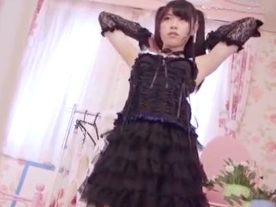 アイドルの原石あおいれなが様々なコスプレしながらの中出しファックに挑戦!