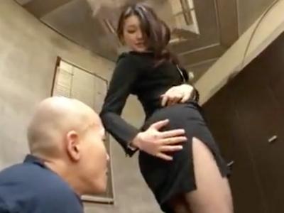 社長のサポートで他企業役員に枕営業をかけ契約をもらってくる有能美人秘書
