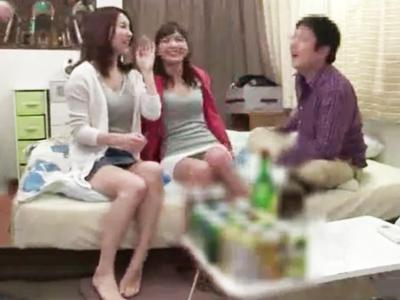 お姉さん系JD2人組と宅飲み→王様ゲーム開始で乱交にまで発展w