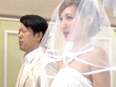 花嫁そっちのけでそこら中で中出ししまくりな乱交披露宴w