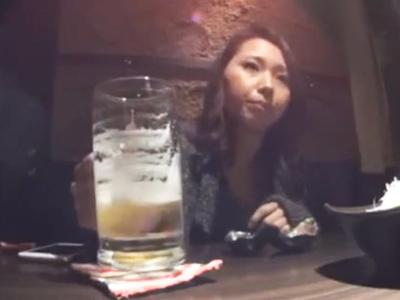 居酒屋で一人飲んでる素人娘をナンパ→寂しさのせいかエッチなお願いを色々聞いてくれたw