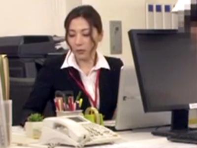 上司に言い寄られる美人OL→断り切れずなし崩し中出しオフィスパコ