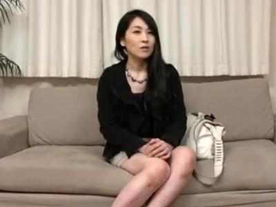 雑誌インタビューと称し美人妻をナンパ→ホテル連れ込み電マ責めから強制中出しファック!