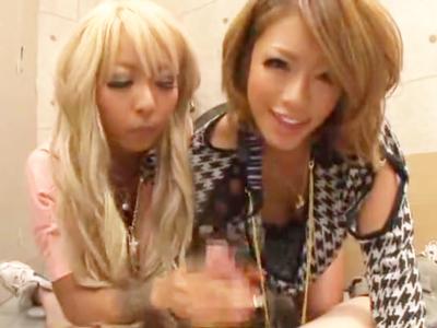 ビッチ黒ギャルRUMIKA&泉麻那と楽しみながらの顔射パコ!