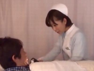 「全力でお手伝いします!」自ら患者の性処理志願しちゃう献身ナース