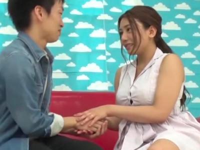 「私がリードしますね?」爆乳人妻・松本メイが童貞くん筆おろしに初挑戦!