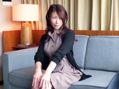 ドスケベ妻・篠田あゆみが他人棒で感じまくるズボピスSEX