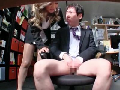 ドスケベギャル社長ERIKAが男性社員のチンポを食い漁るオフィスパコ!