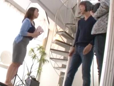 下着の撮影会にやってきた巨乳妻→卑猥な衣装着せてハメ倒し!