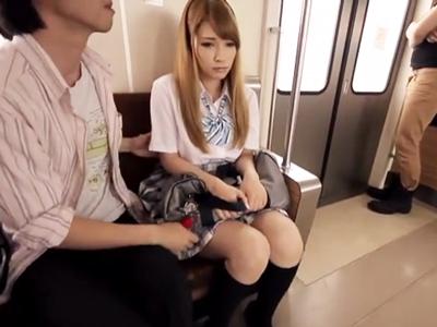 「誰か助けてよッ!」電車内の客全員に痴漢&レイプされる金髪ギャルJK