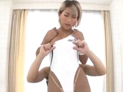 黒ギャルAIKAが片乳を出しながら激ピスに昇天イキ!