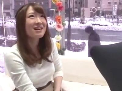 八重歯が可愛いアパレル店員をナンパ→車内連れ込み即パコ開始!