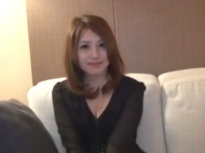 某有名アパレル勤務の美女捕獲→即ハメ撮り中出し!