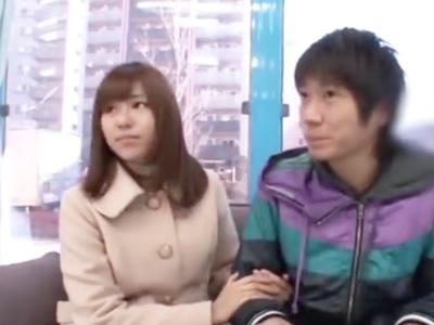 「どうされると気持ちいいの?」瑠川リナがファンのチンコを優しく手コキ抜き