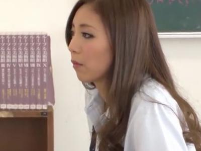 ビッチなギャルJKが同級生を誘惑→教室で中出しザーメン受け入れw