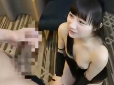 「大っきくて入んないよぉ」デカすぎるおチンポを膣中に挿入され悶えまくりなロリっ娘w