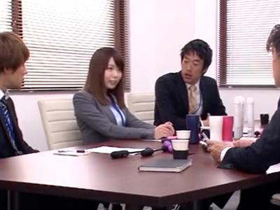 「すごい大っきいッ」性欲旺盛な淫乱OLがオフィスで同僚チンポを次々と受け入れる!