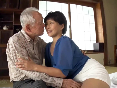 巨乳熟女がよぼよぼの老人のザーメンを騎乗椅で搾り取る