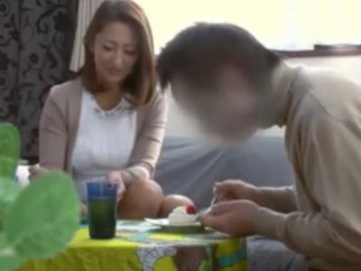 「ウチの子供がすみません‥」自宅に謝りに来たギャル妻を盗撮レイプする変態オヤジ