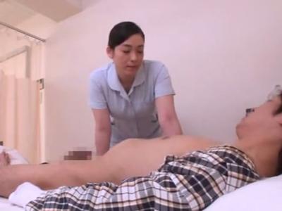 「搾精しちゃいますね?」動けない患者チンポに自らまたがり逆レイプするビッチナース