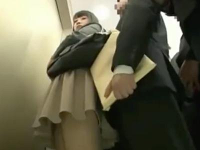 「もっとパンパン突きなさいよッ!」痴女OLが密室エレベーターの中で激ピスSEX