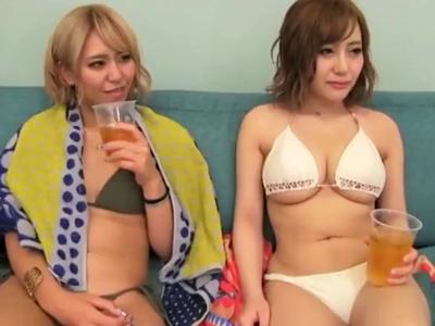 湘南のビーチでナンパしたビキニギャルとホテル飲み→ノリに任せた乱交パコ開始!