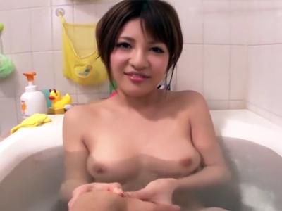 「気持ちよかった?」お風呂で楽しそうにフェラ抜きしてくれる巨乳美女