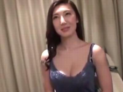フェロモン漂うスレンダー美女とホテルでハメ撮り!