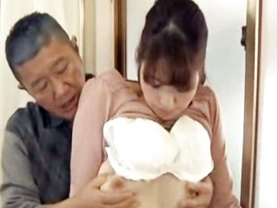 若妻のスケベな身体つきに我慢できなくなった義父が襲い掛かって強引にファック
