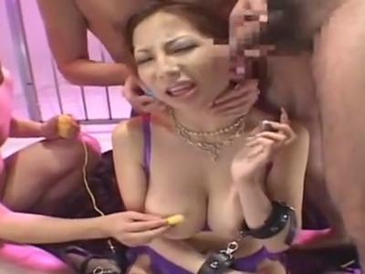 巨乳お姉さんがキモ男集団に口マンコを勝手に使われてザーメンぶっかけ祭り