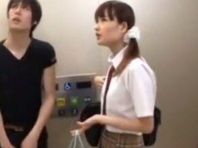 エレベーターの扉に挟まってしまったJKの妹マンコに中出しする鬼畜兄