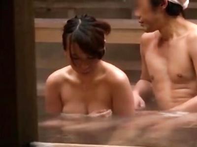 「わ、私には夫が…!」童顔巨乳な人妻が混浴温泉で大乱交