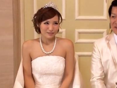 結婚式に出席した親戚一同が式の最中にハメまくりで結婚式崩壊