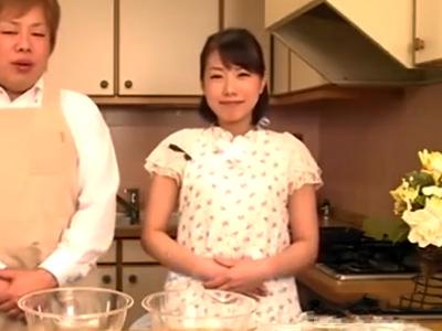 テレビリポーターのお姉さんが鬼畜な調理人に犯されてザーメン口内射精