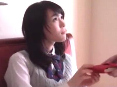「もっとしてくださぃ」ロリカワな美少女JKを真っ昼間のホテルで突き上げるw