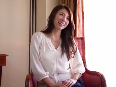 色香漂う美人妻がまさかのハメ撮り志願→デカチンSEXで連続イキ!
