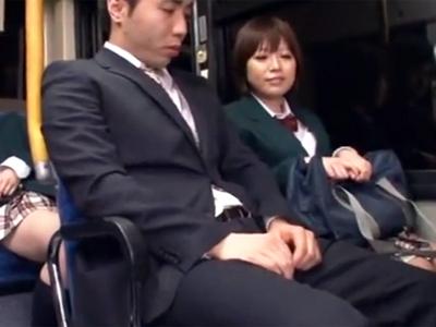 バスの中で疲れたサラリーマンを誘惑して強引に中出しパコに持っていく淫乱JK