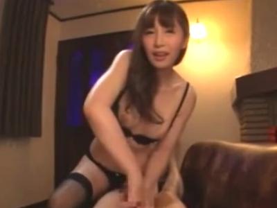 ドスケベお姉さんが勃起棒を手コキ&フェラで射精へと導く!