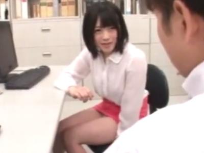 「こんなに精子出しちゃって」ミニスカOLがオフィスで同僚を誘惑!