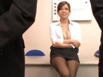 巨乳の痴女上司が部下を呼び出してこっそり社内で3Pパイズリ抜き