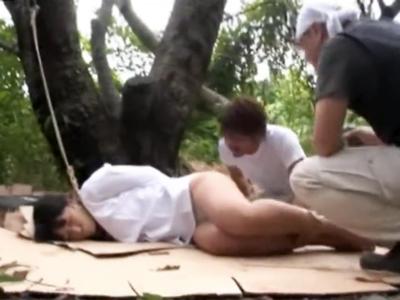誰も来ない林に首輪高速され毎日輪姦レイプされる美少女JK