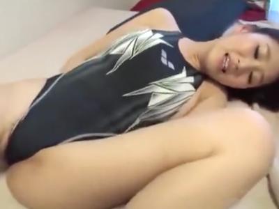 巨乳の素人水着美女が電マ攻めからの激パコで絶頂→たっぷりザーメン中出し
