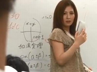 生徒の勃起チンポを見て発情してしまった女教師が痴女フェラ開始