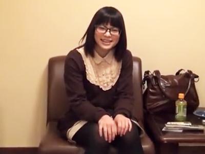 アニメ好きなめがね地味っ娘が初めてのハメ撮りSEXに挑戦!