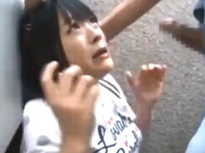 気弱なロリっ娘に無理やり肉棒を咥えさせ高速イラマレイプ